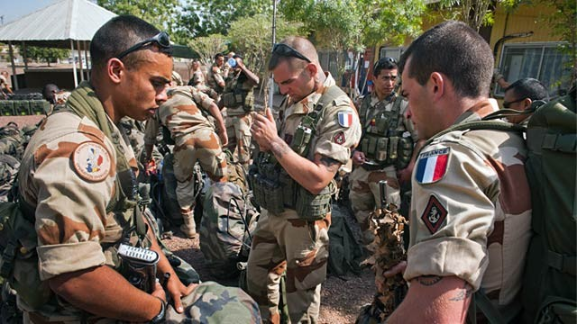 PHOTO: French soldiers in camp