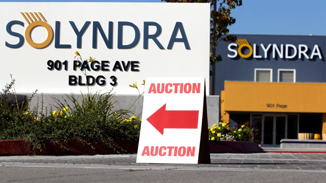 PHOTO: An auction sign is shown at bankrupt Solyndra headquarters in Fremont, Calif., Oct. 31, 2011 before the auction.