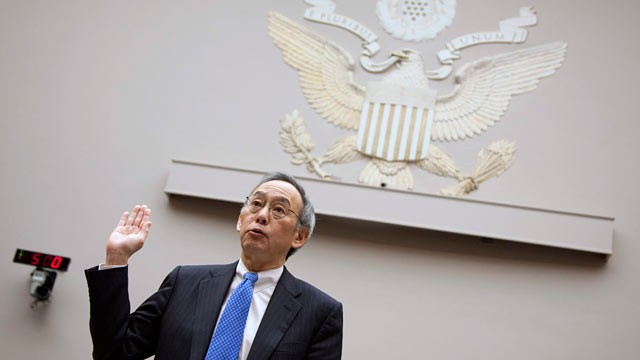 PHOTO: Energy Secretary Steven Chu is sworn in on Capitol Hill in Washington, Nov. 17, 2011, prior to testifying before the House Oversight and Investigations subcommittee hearing on the Solyndra solar company loans.