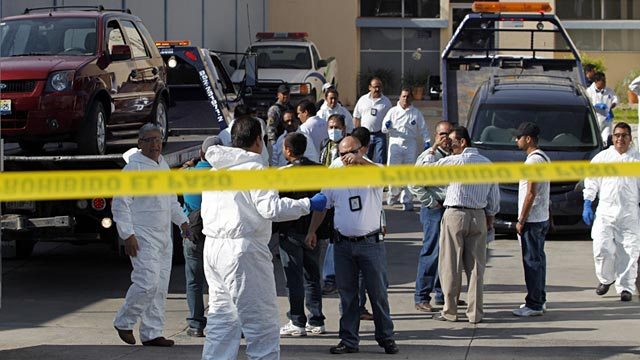 PHOTO: Police and forensic technicians