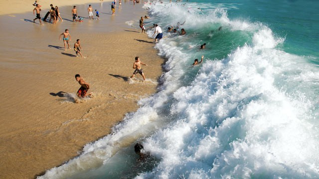 PHOTO: Safety advocates are warning of the dangers of rip currents.