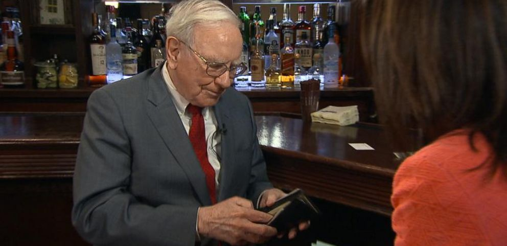 VIDEO: Whats in Warren Buffetts Pockets?
