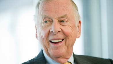 PHOTO: T. Boone Pickens, founder and chief executive officer of BP Capital LLC, speaks during an interview inside the Bloomberg Link during the Republican National Convention (RNC) in Tampa, Fla., Aug. 29, 2012.