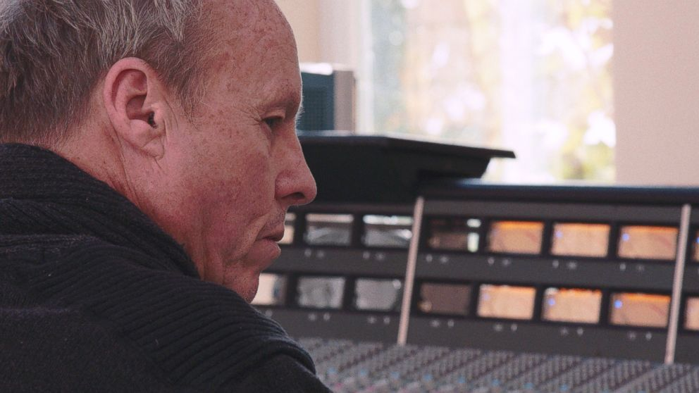 VIDEO: Garage Geniuses: Robert Lang Studios, A Hand Dug Legend
