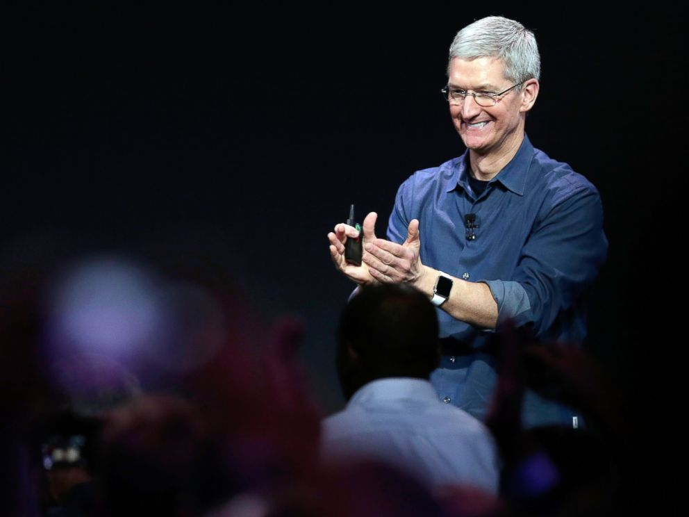 PHOTO: Apple CEO Tim Cook introduces the new Apple Watch, which he is wearing, Sept. 9, 2014, in Cupertino, Calif.