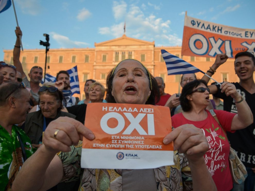 PHOTO: A woman holds a flyer which reads Greece says NO during a mass anti-EU rally in Athens on June 29,2015.