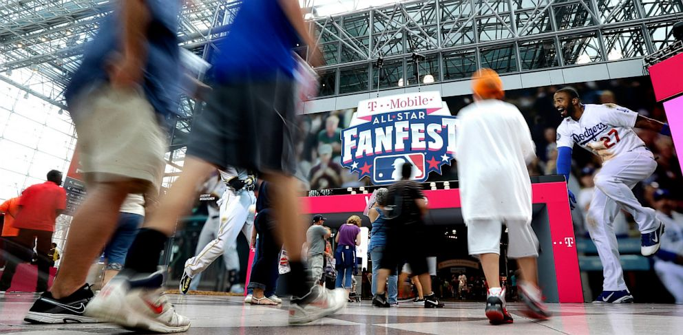 PHOTO: People walk into New Yorks Javits Convention Center during the All-Star FanFest