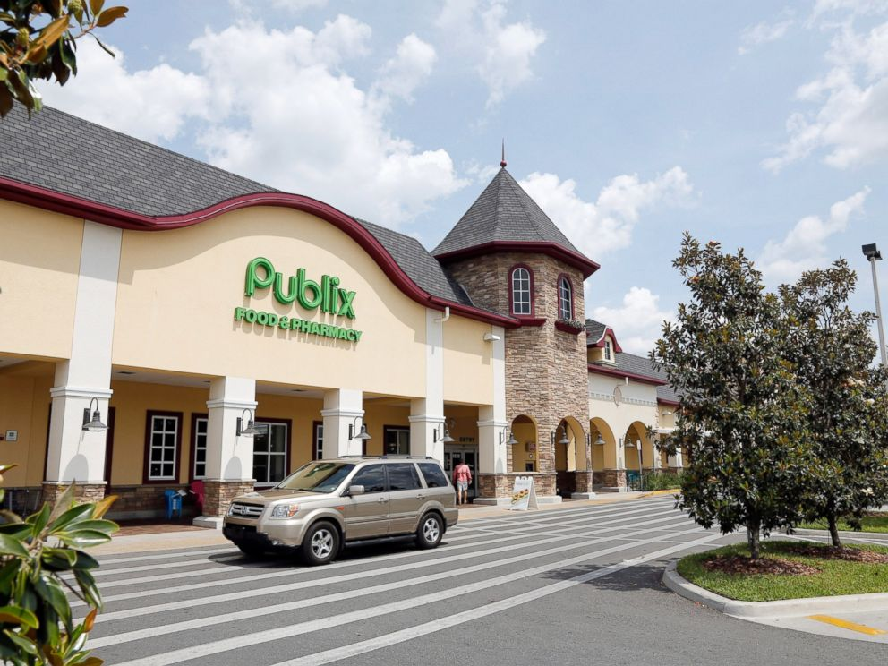 PHOTO: A vehicle passes the front of the Publix supermarket in Zephyrhills, Fla., May 19, 2013.