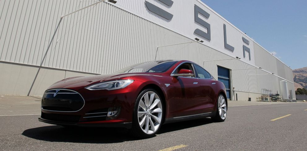 PHOTO: A Tesla Model S sits outside the Tesla factory in Fremont, Calif., Nov. 13, 2013.