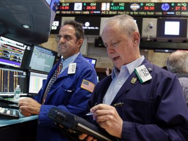 PHOTO: Traders work on the floor of the New York Stock Exchange, Aug. 28, 2015.
