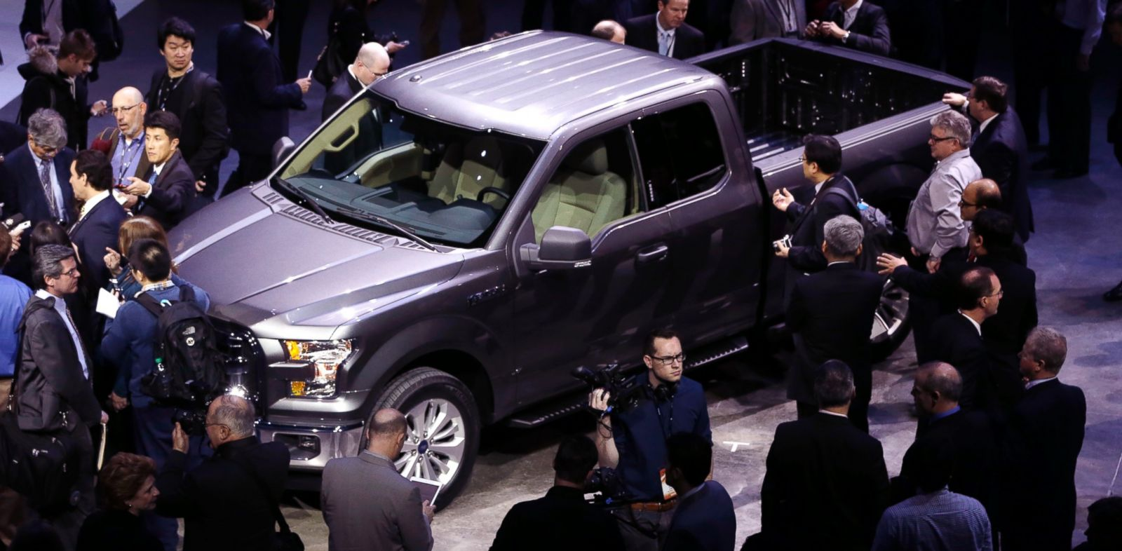 PHOTO: Journalists surround the new F-150 with a body built almost entirely out of aluminum at the North American International Auto Show in Detroit, Jan. 13, 2014.