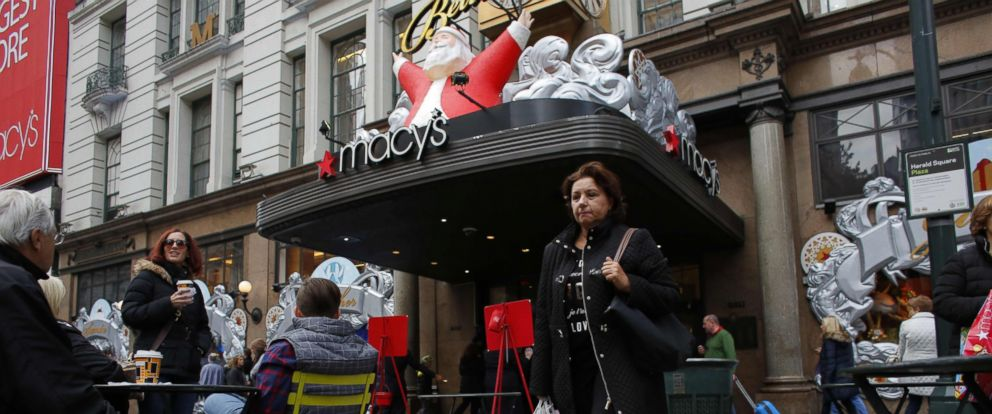 PHOTO: A shopper leaves Macys department store in New York, Nov. 25, 2016.