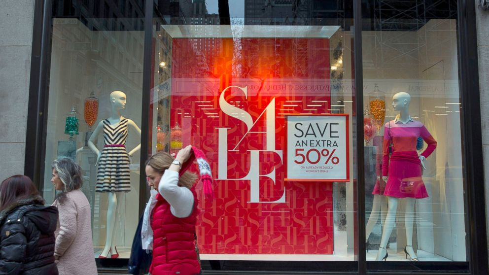 PHOTO: Pedestrians walk past a Banana Republic, LLC store in New York City, Jan. 6, 2014.