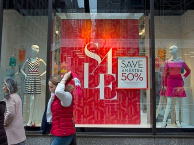Banana Republic 'Luring' Shoppers With 'Deceptive' Sales?
