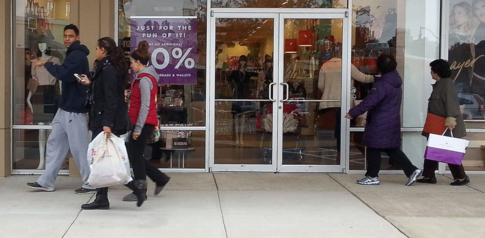 PHOTO: Shoppers walk through the Queenstown Outlets in Queenstown, Maryland, looking for deals
