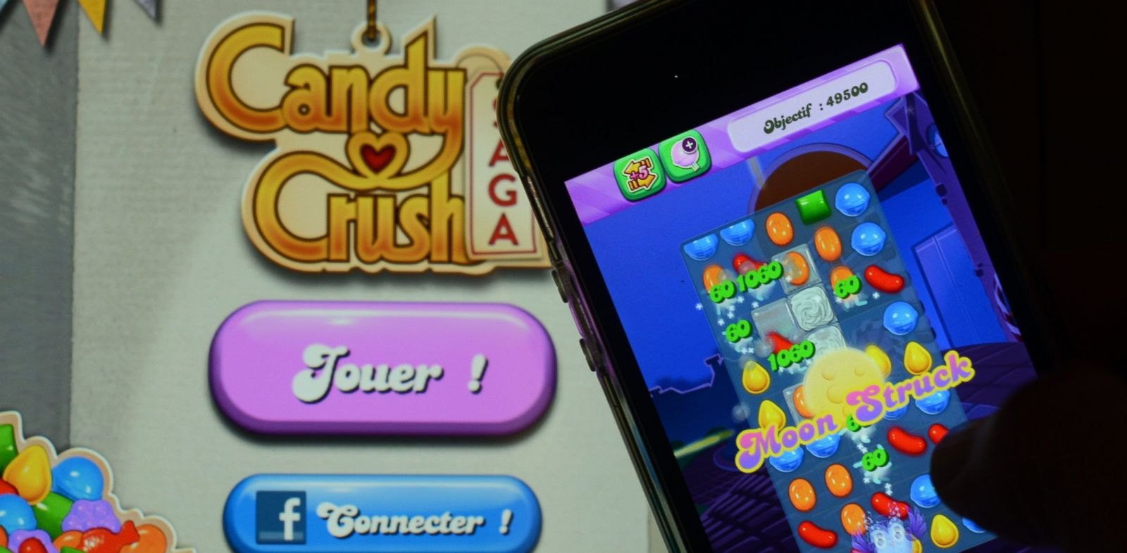 "PHOTO: A man plays ""Candy Crush Saga"" on his iPhone in this Jan. 25, 2014, file photo."