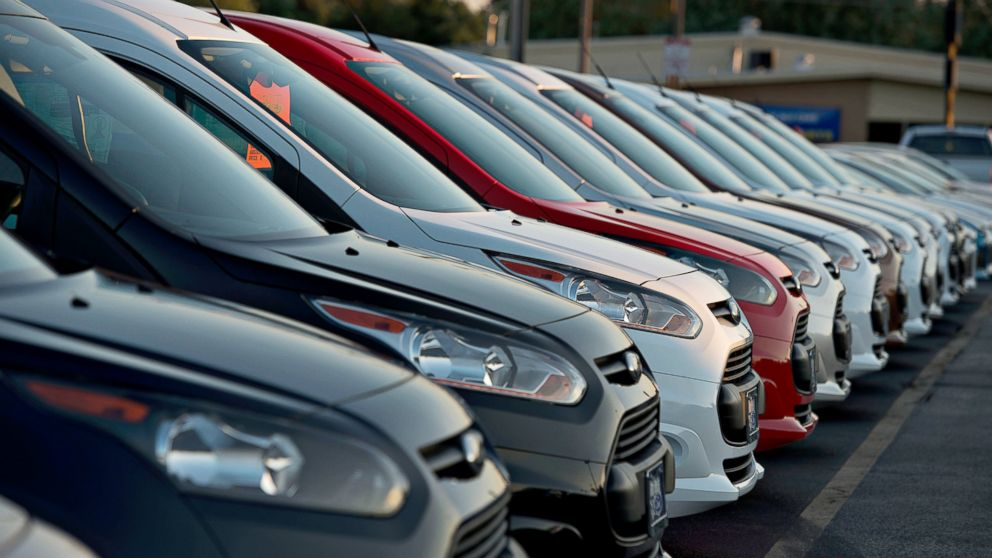 PHOTO: Ford Motor vehicles sit on the dealership lot in Plainfield, Ill., July 23, 2014.