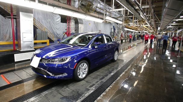 GTY chrysler tk 140528 16x9 608 Nissan and Chrysler Lead Auto Sales Surge