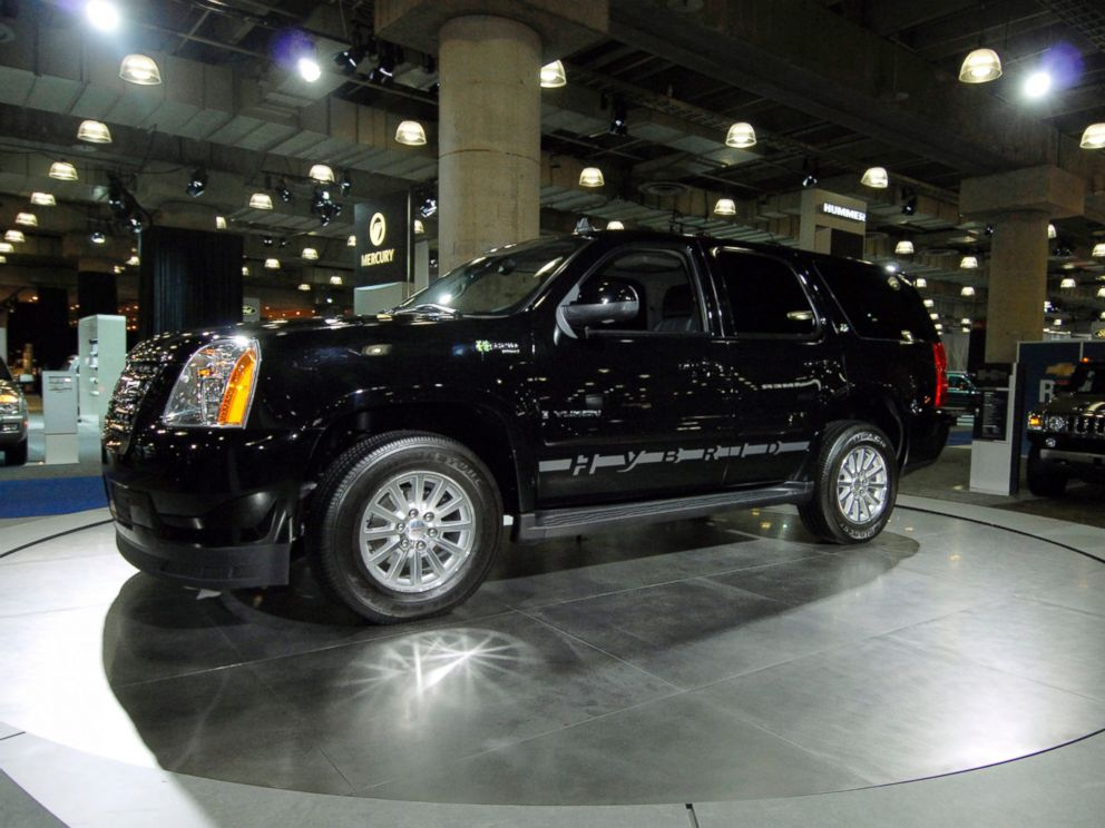 PHOTO: The GMC Yukon Hybrid sport utility vehicle stands on display at the New York International Auto Show, March 20, 2008, in New York.