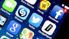 PHOTO: Apps on an Apple iPhone 5S, Jan. 22, 2014 in Washington.