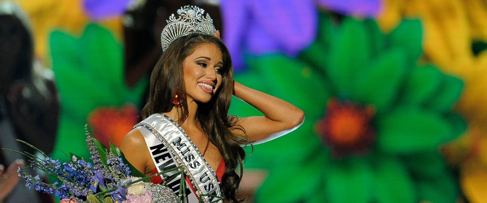 PHOTO: Miss Nevada Nia Sanchez is crowned Miss USA during the 2014 Miss USA Competition on June 8, 2014 in Baton Rouge, La.