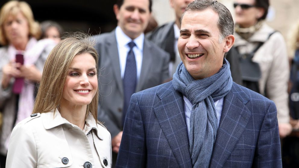 PHOTO: Princess Letizia and Prince Felipe of Spain celebrate their 10th Wedding Anniversary visiting El Greco exhibition at the Santa Cruz museum, May 22, 2014, in Toledo, Spain.