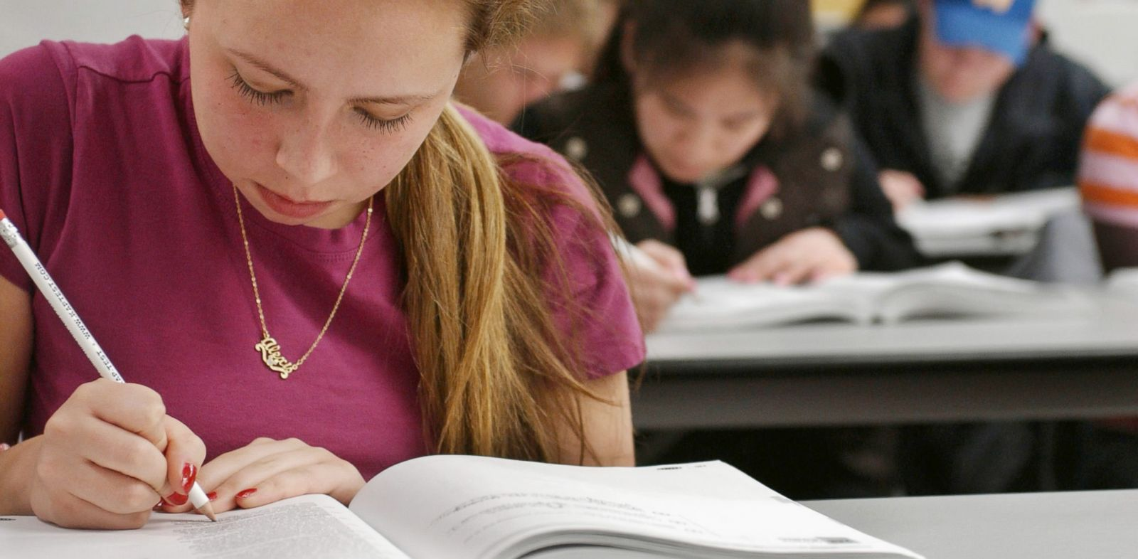 PHOTO: Alexis Zelada works on a sample SAT during her Kaplan SAT Course in Newton, Mass.