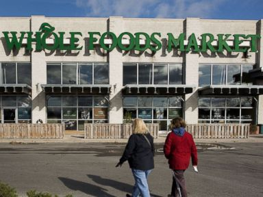 PHOTO: Customers are pictured arriving at a Whole Foods in Dublin, Ohio on Nov. 7, 2014.