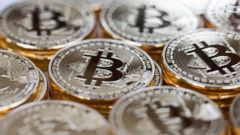 'PHOTO: A collection of Bitcoins stand in this arranged photograph in Danbury, U.K., Dec. 10, 2015.' from the web at 'http://a.abcnews.com/images/Business/GettyImages-500919588_1_16x9t_240.jpg'
