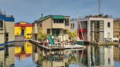PHOTO: Floating Homes