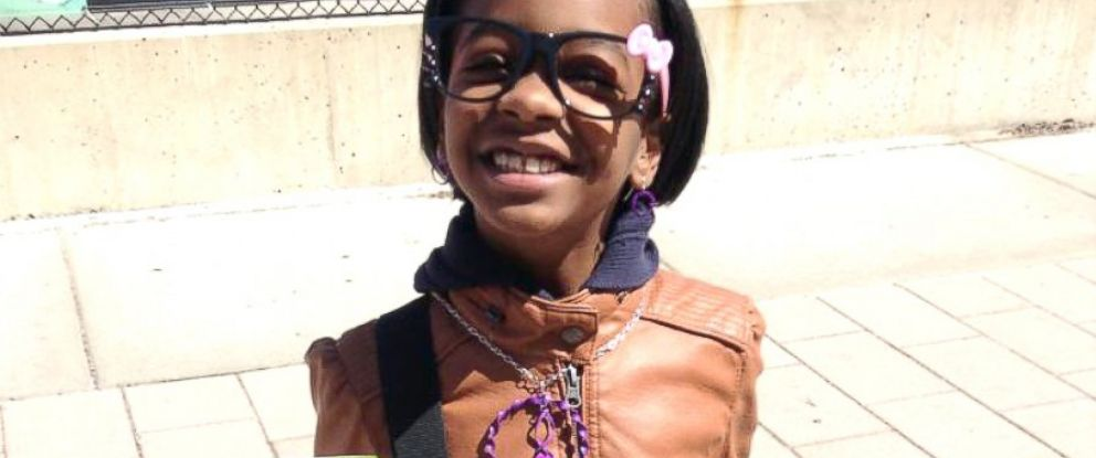 PHOTO: Asia Newson, now 11-years-old, sells a product on the sidewalk in Detroit.