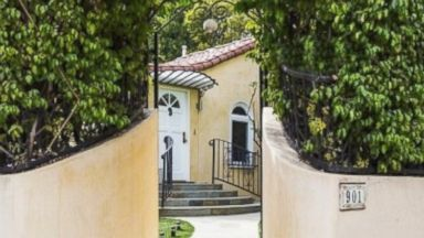 Faye Dunaway Lists Hollywood Home