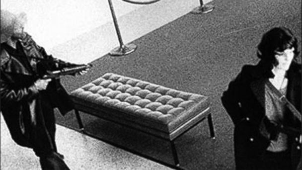 PHOTO: Assault rifle in hand, Patty Hearst, left, joins DeFreeze in robbing a San Franciso bank on April 15, 1974.