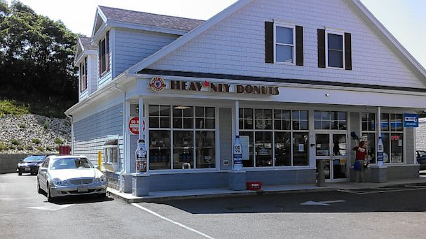 HT heavnlydonuts ml 130716 16x9 608 Drive Thru Customers Pay It Forward 55 Times
