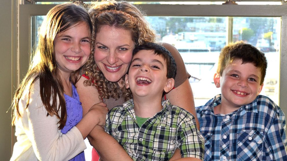 PHOTO: Jill Smokler, creator of popular parenting blog ScaryMommy.com, which is giving away $50 Thanksgiving gift cards to families, is pictured with her children.
