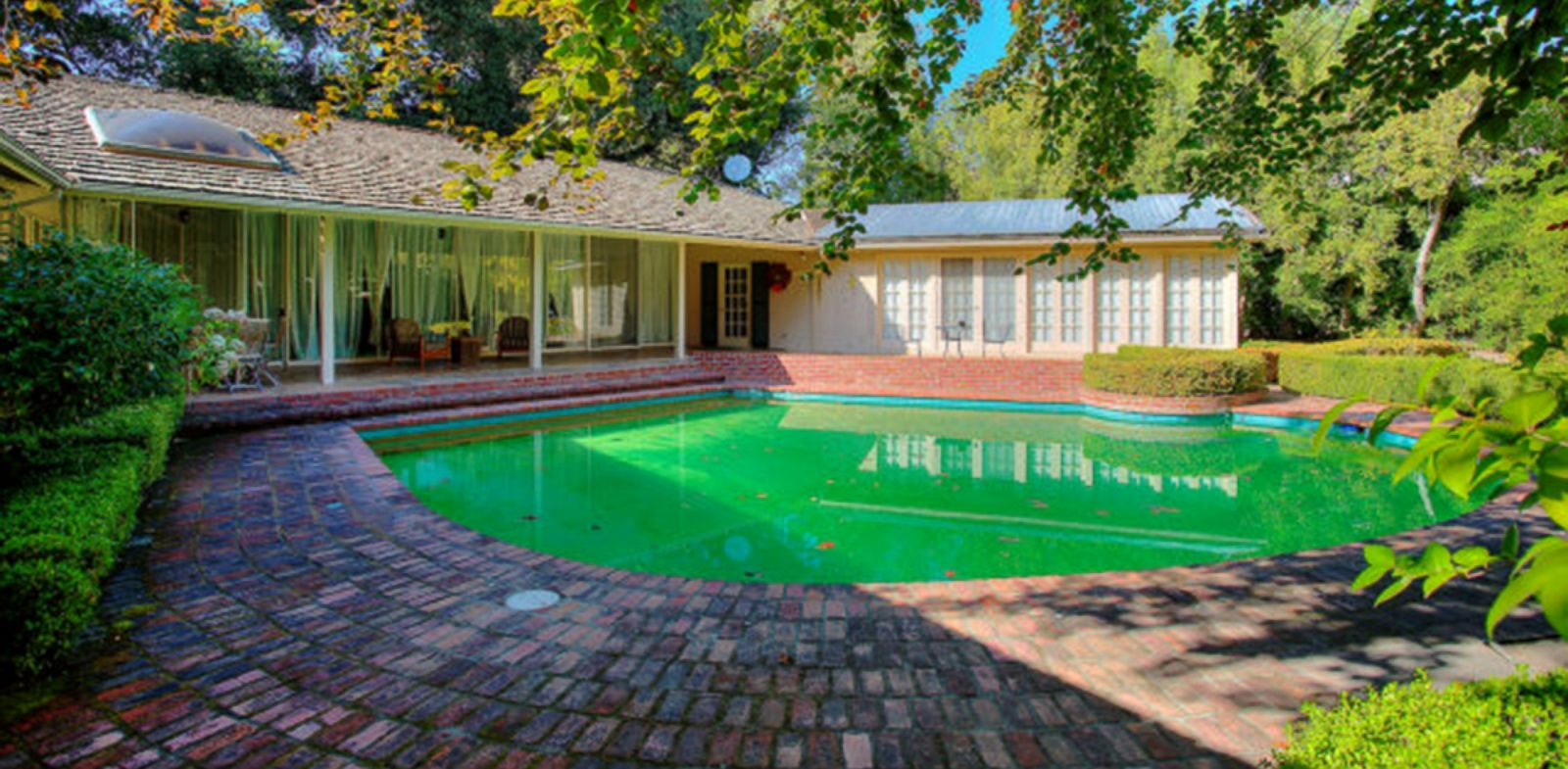 PHOTO: Facebook founder Mark Zuckerberg purchased four of the surrounding houses near his Palo Alto home for added privacy, Oct. 11, 2013.