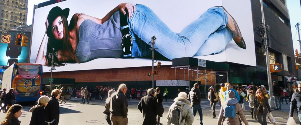 PHOTO: North Americas biggest billboard spans over 25,000 square feet and covers an entire city block.