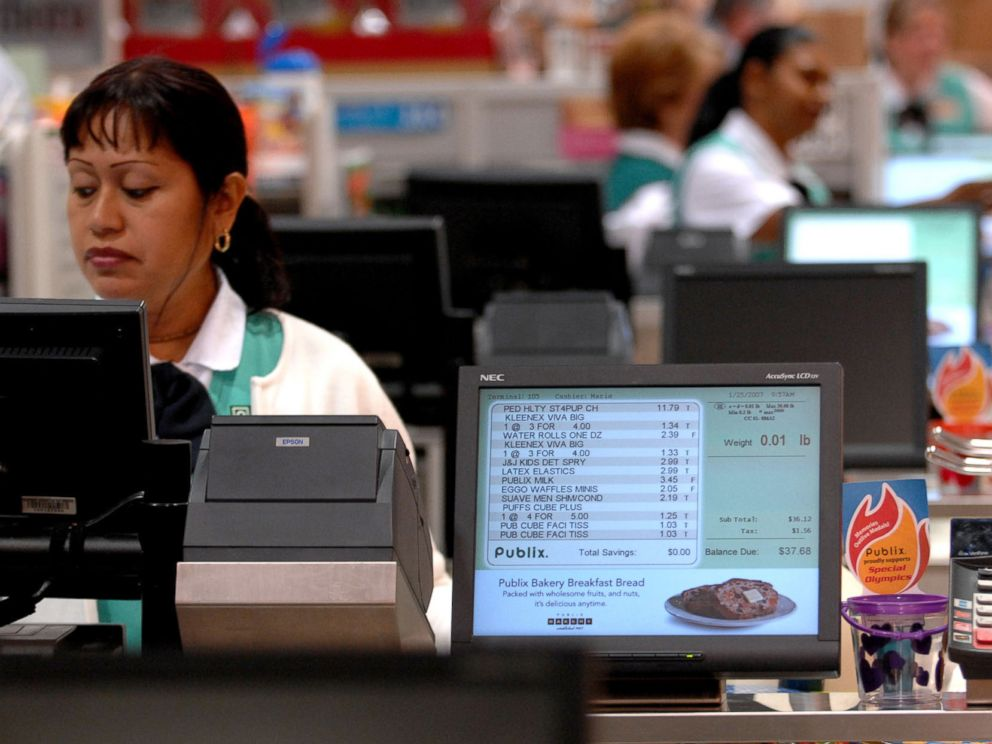 PHOTO: Casher Maria Grinzator scans items at Publix grocery store, Jan. 25, 2007, in Fort Lauderdale, Fla.