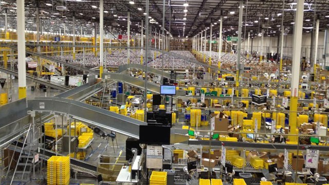 PHOTO: Overhead shot of Amazon.com's massive 1.2 million-square-foot warehouse in Phoenix, Ariz.