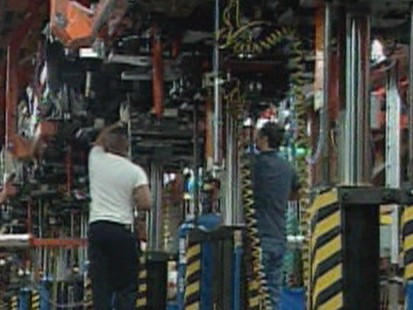 VIDEO: General Motors has a new offer for its bondholders, yet bankruptcy still looms.