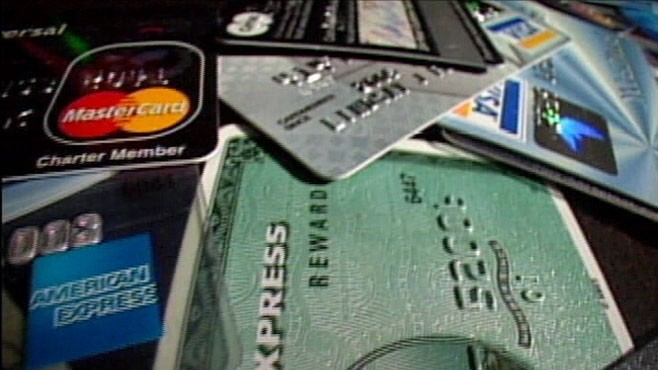 VIDEO: Experian?s Maxine Smart shares some facts about credit card use.