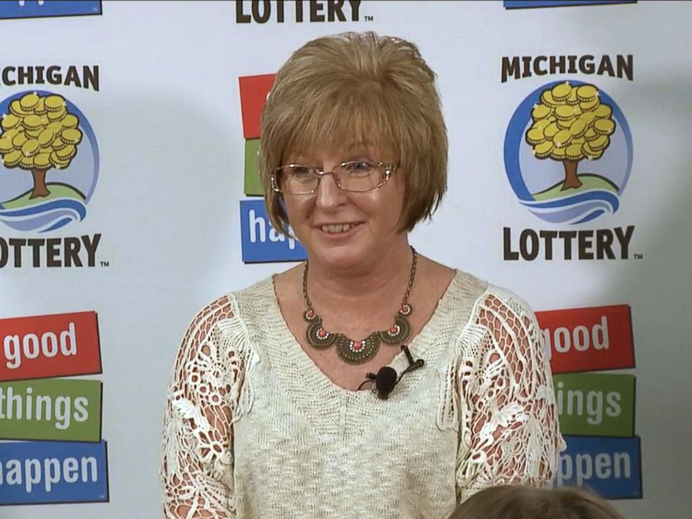 PHOTO: Julie Leach of Three Rivers, Michigan appears at the press conference announcing her as the winner of a $310 million Powerball jackpot, Oct. 6, 2015.