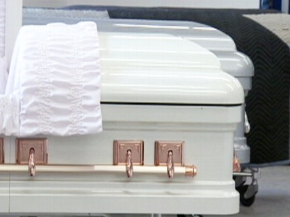 Video: U.S. company is the first in the world to produce plastic caskets.