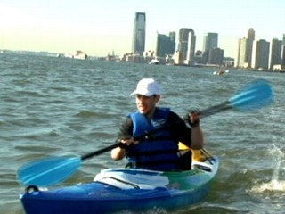 Man Commutes to New York City by Kayak