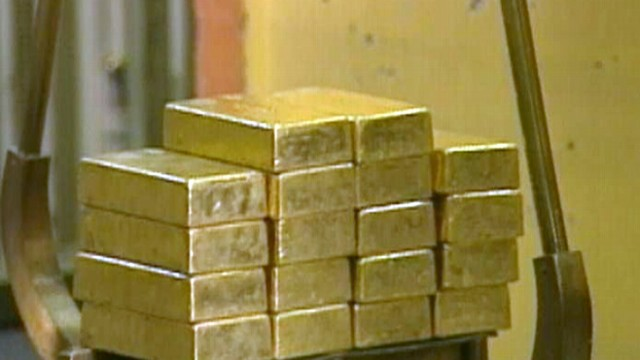 VIDEO: Analysts cite a strengthening dollar for the losing value of precious metals.