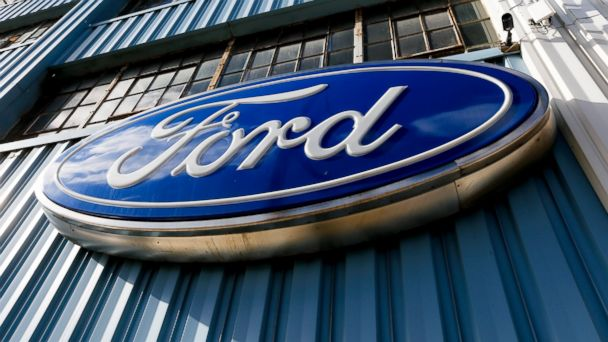 PHOTO: This Thursday, Nov. 19, 2015, file photo, shows a blue oval Ford sign above the entrance to Butler County Ford in Butler, Pa.