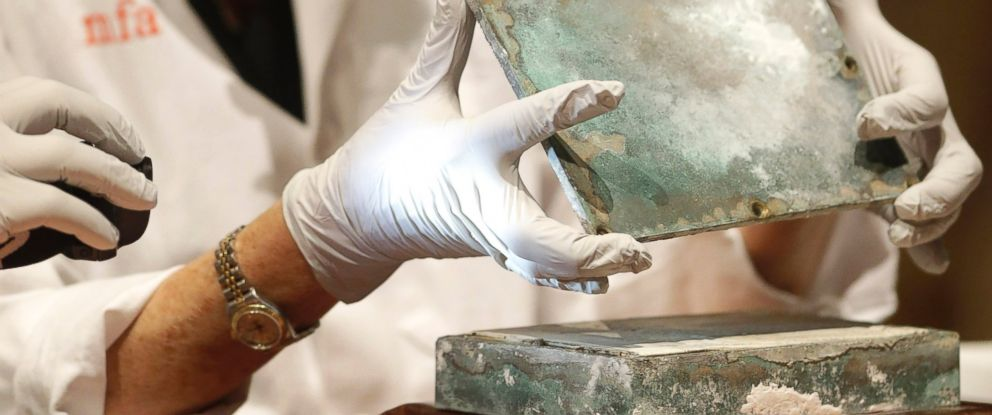 PHOTO: Museum of Fine Arts Boston Head of Objects Conservation Pam Hatchfield removes a metal lid from a time capsule at the museum, Jan. 6, 2015, in Boston.