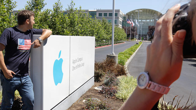 photo russian tourists pose outside of apple headquarters in cupertino calif aug office