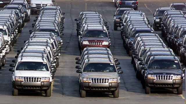PHOTO: In this file photo taken Fed. 2, 2001, rows of 2001 Jeep Grand Cherokees are lined up outside the Jefferson North Assembly Plant in Detroit. Chrysler is refusing a request by U.S. safety regulators to recall about 2.7 million vehicles to fix fuel t