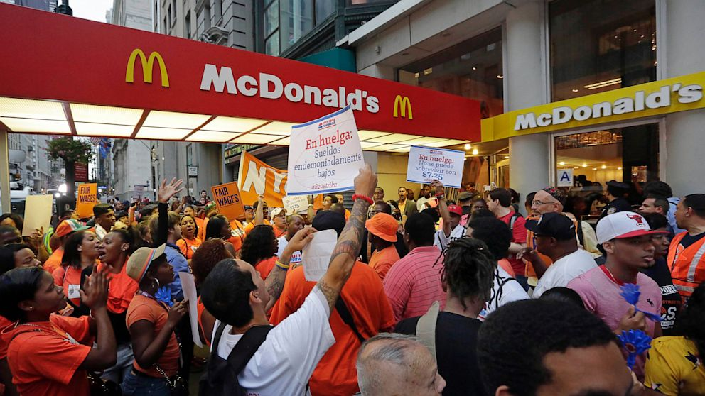 PHOTO: Fast food workers wage protest